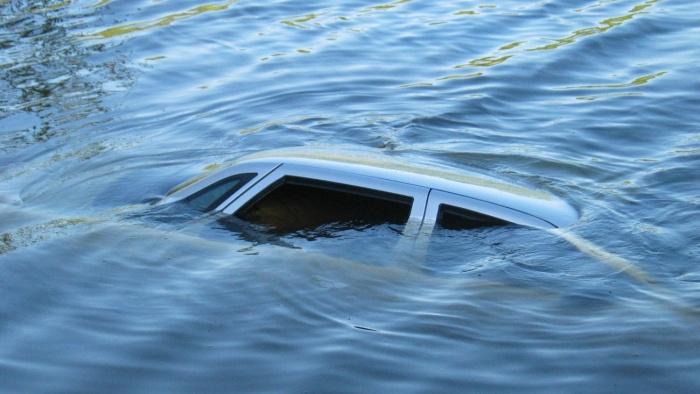 С авто побывавшим в воде будет одни проблемы. |Фото: mordovmedia.ru.