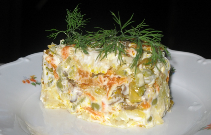 Условно здоровая привычка: салаты.