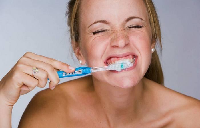 Условно здоровая привычка: чистка зубов после еды.