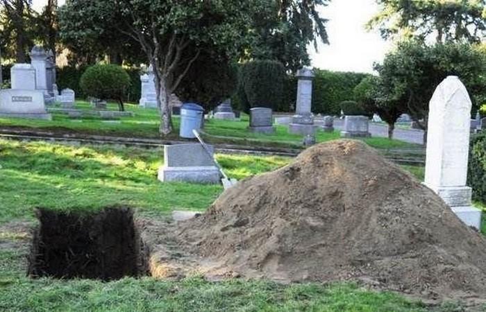 Профессиональный могильщик.