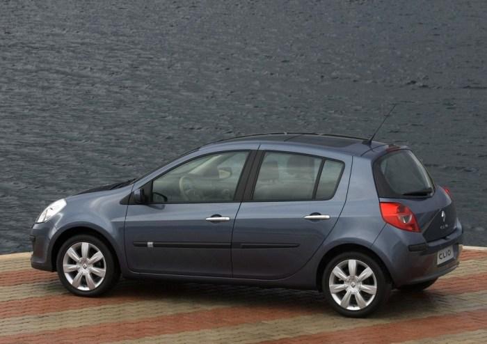 Автомобиль Renault Clio можно брать, но только если новенький.