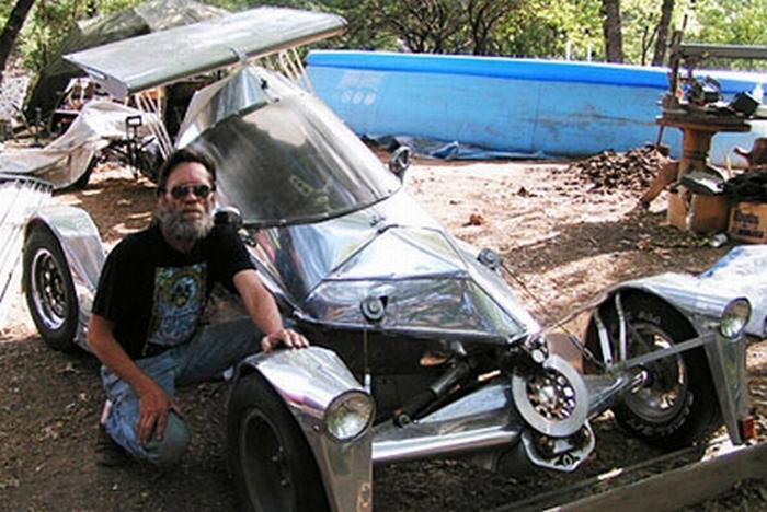 Роберт Ланж и его автомобиль.
