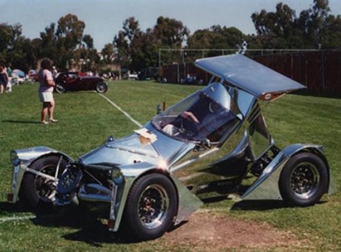 Электромобиль из деталей старых авто.