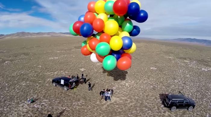В небо на воздушных шарах.
