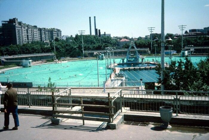 Каждый год бассейн помещали миллионы советских граждан.  Фото: yaplakal.com.