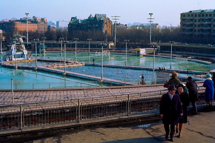 Бассейн был крупнейшим в СССР.  Фото: watermelon83.livejournal.com.