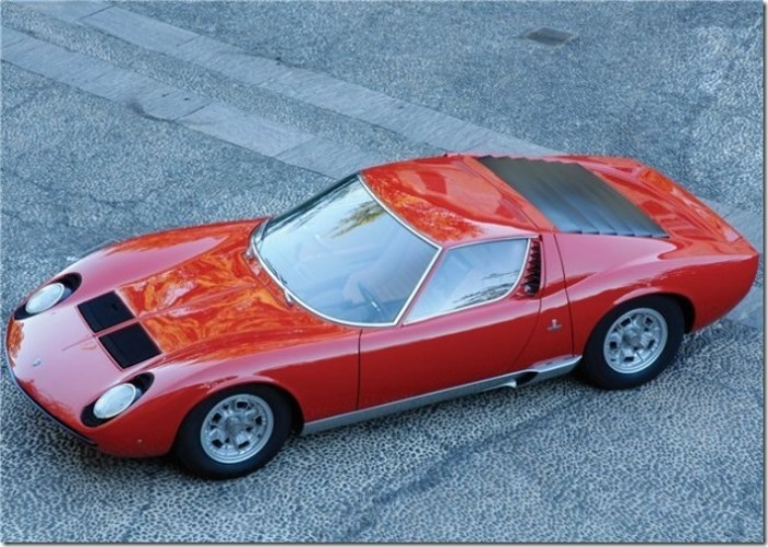 Lamborghini Miura - машина для радости глаз.