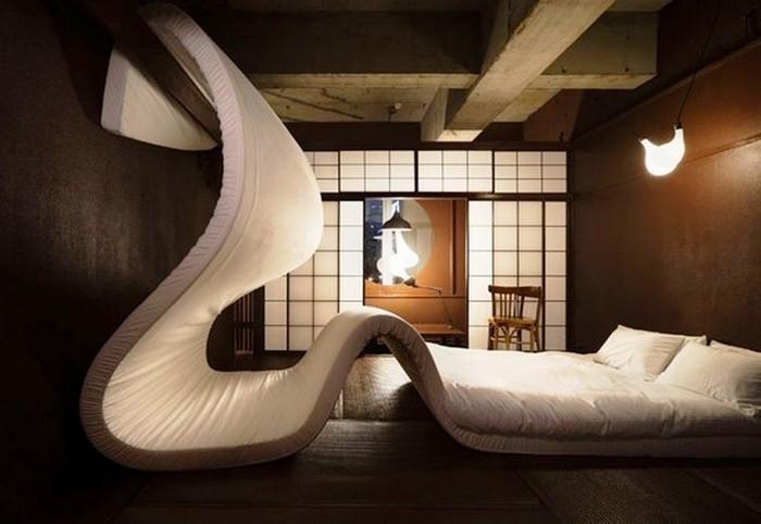 Кровать-диван-стена.