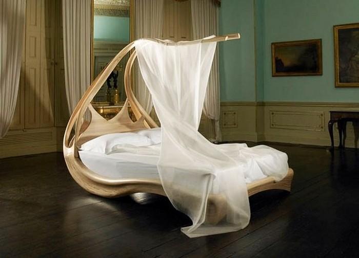 Кровать от Джозефа Вальха.