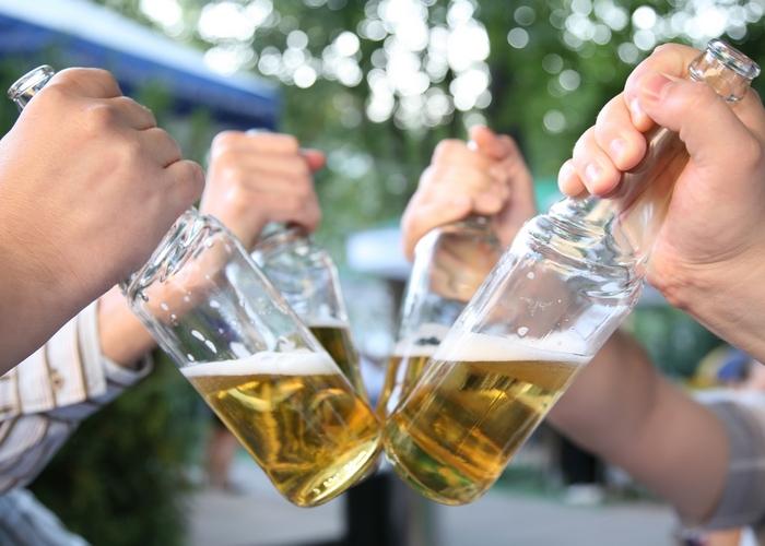 Пиво из горла - деньги на ветер.