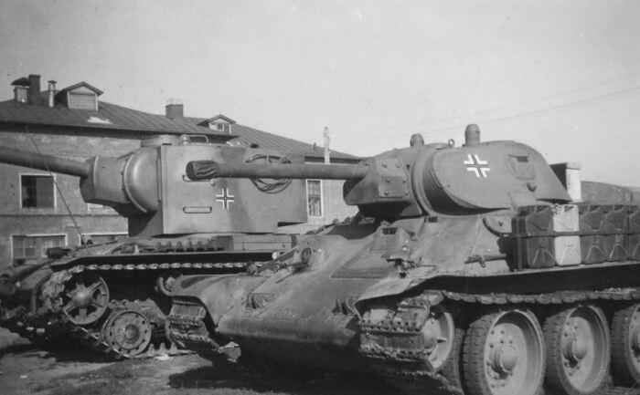 Были и трофейные советские танки. |Фото: nektonemo.livejournal.com.