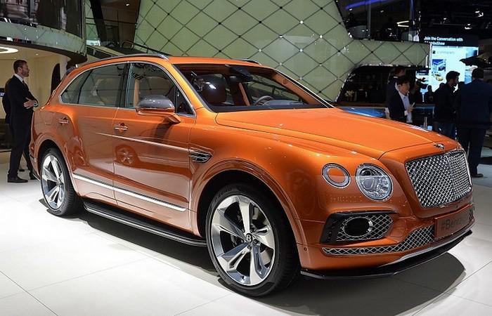Автомобиль Bentley Bentayga.