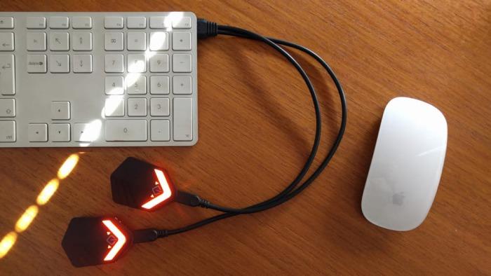 Светящиеся элементы на зарядке.