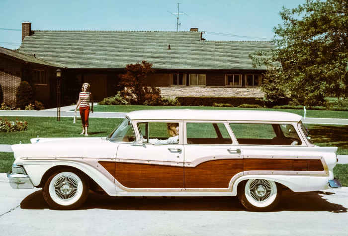 Ford Country Squire.