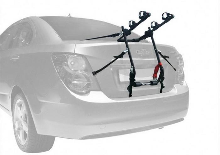 Багажник на два полноразмерных велосипеда.
