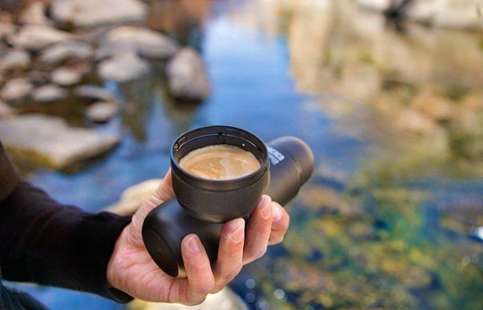 Для тех, кто хочет пить кофе в любом месте.