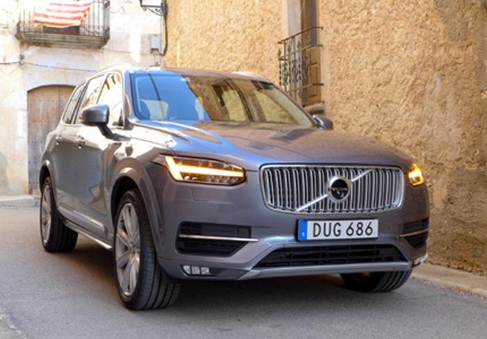 Автомобиль Volvo XC90 T6.