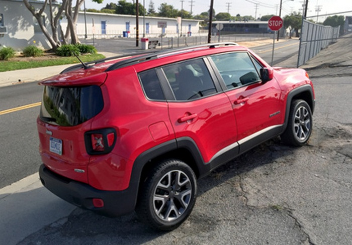 Автомобиль Jeep Renegade Latitude 4x4.