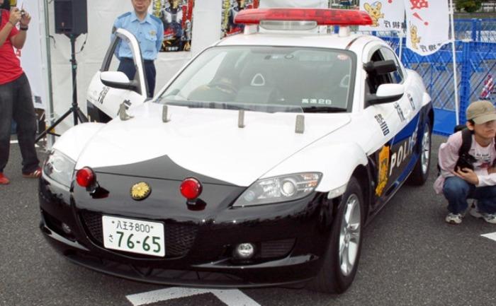 Mazda RX-7 все еще на службе.