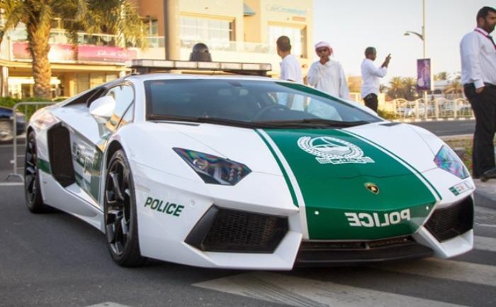 Дорогой и роскошный Lamborghini Aventador.