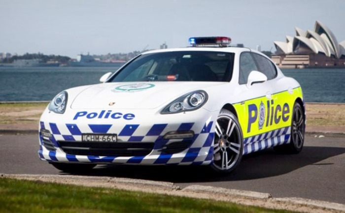 Отличный вариант в лице Porsche Panamera.