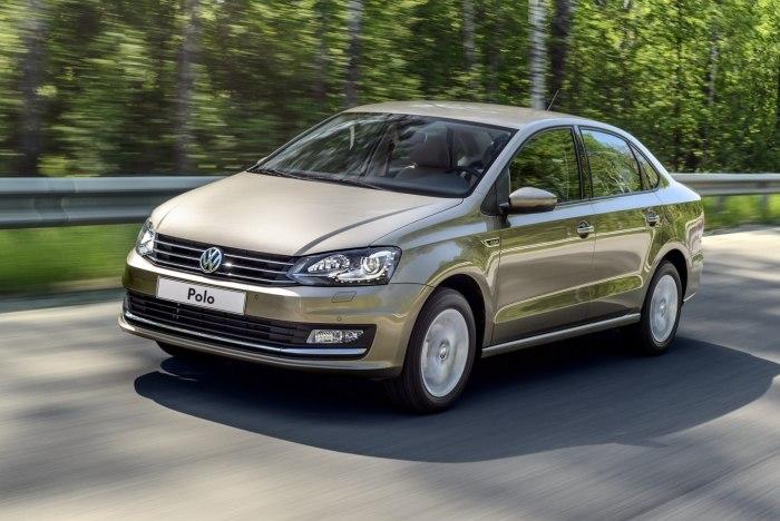 Добротный автомобиль Volkswagen Polo.