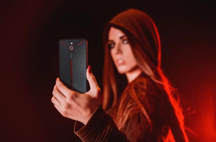 Отличный смартфон  Nubia Red Magic для развлечений.