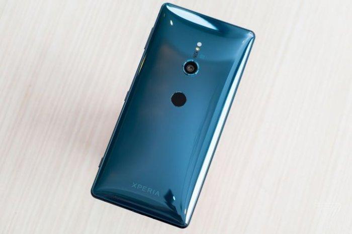 Отличный вариант Sony Xperia XZ2.