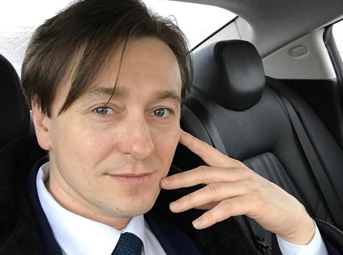 К машине актер относится нейтрально. |Фото: letidor.ru.