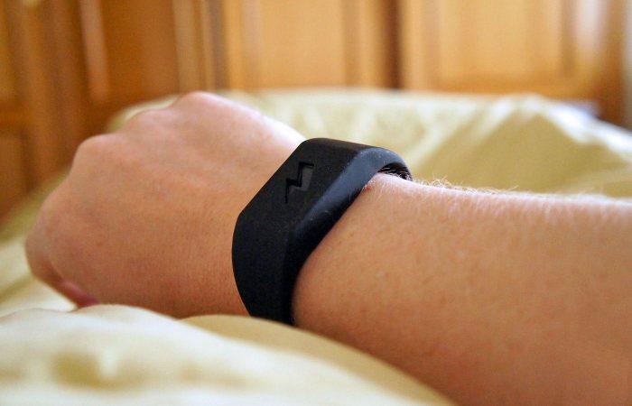 Pavlok Alarm Clock - жёсткий будильник.