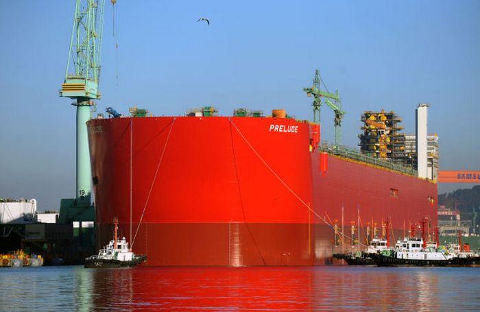 Британский танкер Shell Prelude.