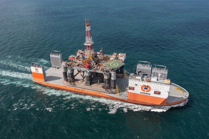 Dockwise Vanguard - корабль для супертяжёлых грузов.