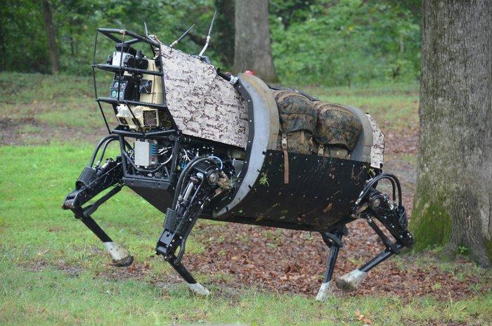 Этот робот перенесёт и снаряжение, и солдат.