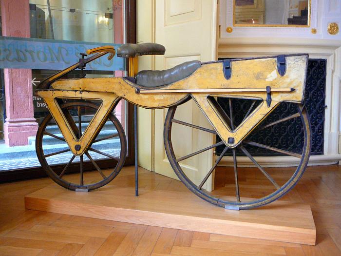 Велосипед-самокат Карла фон Дрезома.