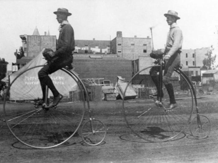 Велосипеды Пенни-фартинг.
