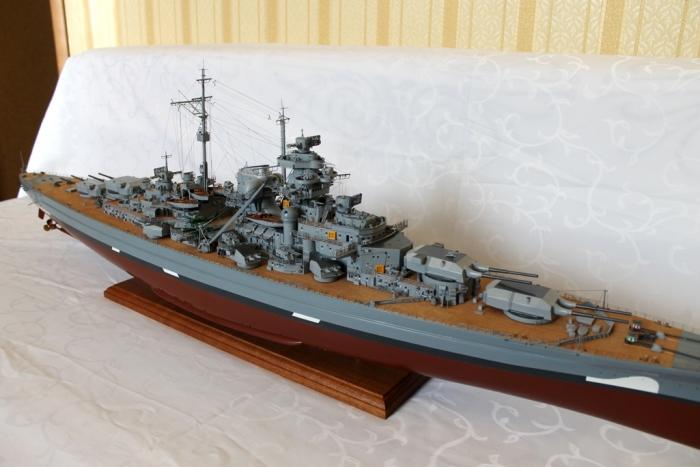 Модель линкора Бисмарк.