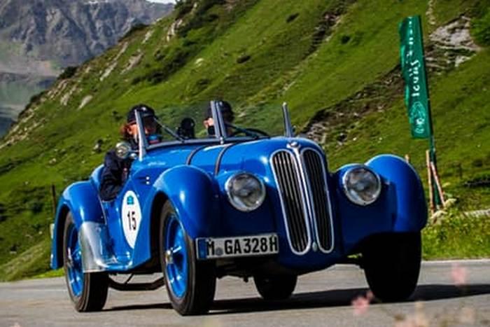 Автомобиль BMW 328 Roadster.