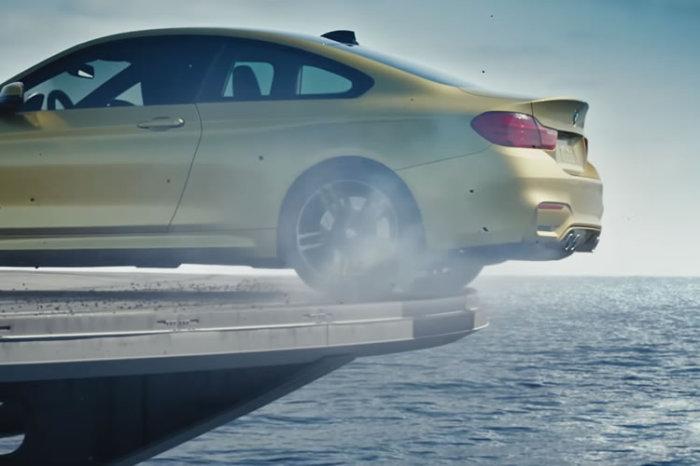 BMW M4: ралли по авианосцу.