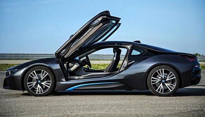 BMW i8 - автомобиль, позволивший заглянуть в будущее.