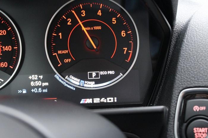 BMW M240i. Режим Eco Pro на тахометре.