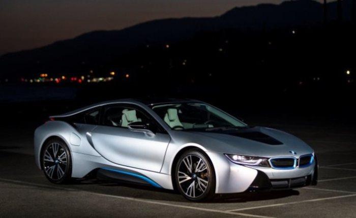 Первый среди равных - BMW i8.