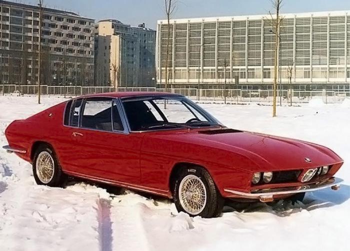 BMW 2000 ti Coupe был полон интересных решений.