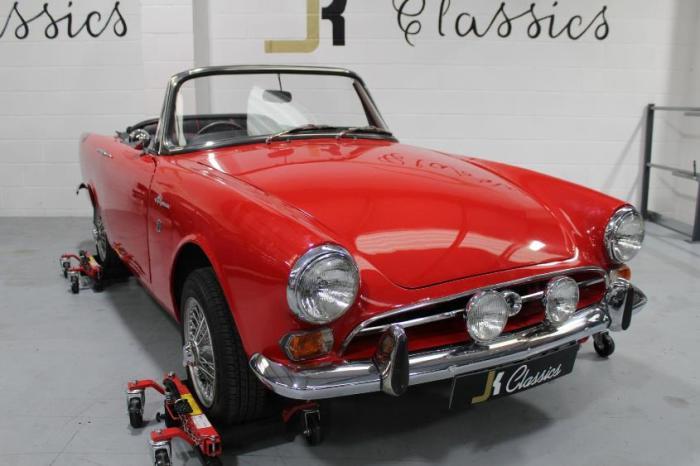 Один из первых автомобилей 007.