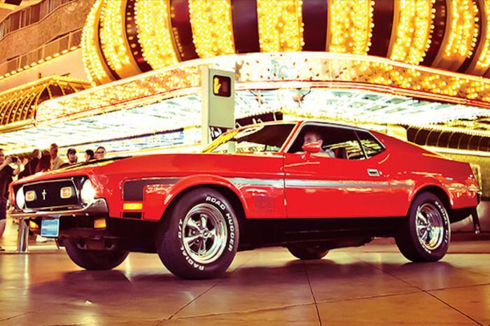 Американские авто Бонд также использовал.
