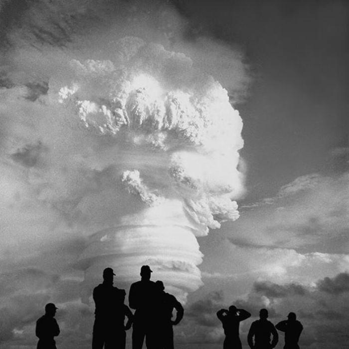 Взрыв термоядерной бомбы.