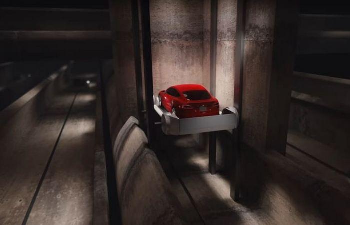 На автомобиле под землёй.