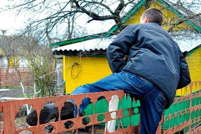 Оставленной без присмотра бочке угрожает не только холод. ¦Фото: progorodnsk.ru.