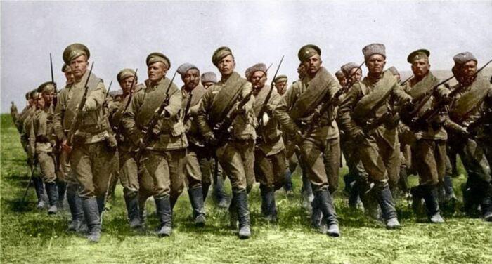 К Первой мировой войне сапог стало существенно больше. |Фото: Twitter.