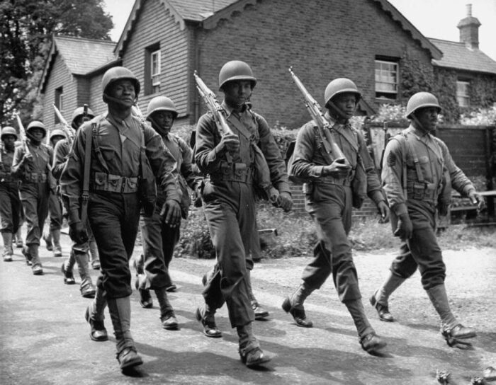 Начинали войну американцы со все теми же штиблетами и обмотками. |Фото: discoverafricanews.com.