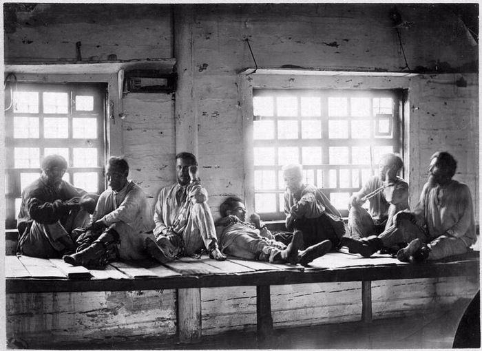 В XIX веке на каторгу попадают не только законченные уголовники. |Фото: yaplakal.com.
